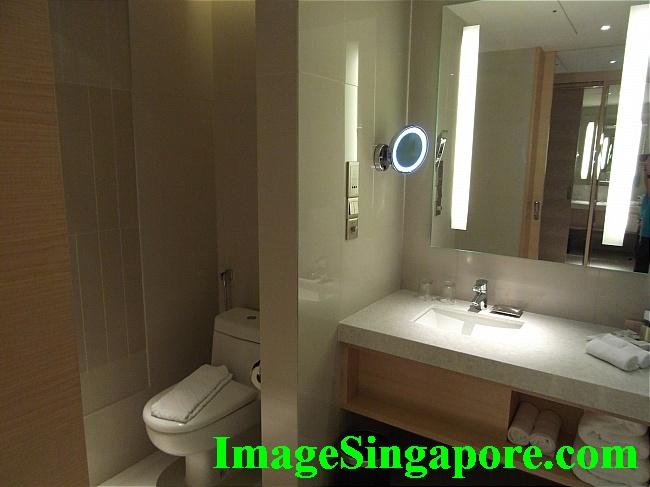 Bathroom - DoubleTree by Hilton, Johor Bahru