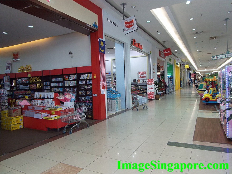 Spacious one storey mall