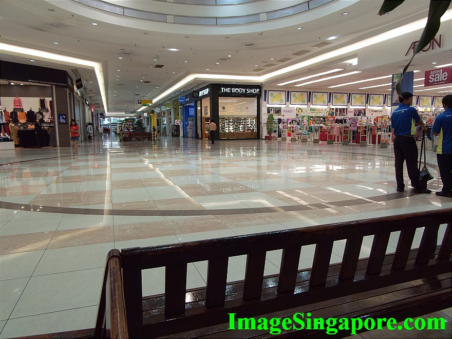 Very spacious and lots of bench to rest your feet - Aeon Mall Permas Jaya