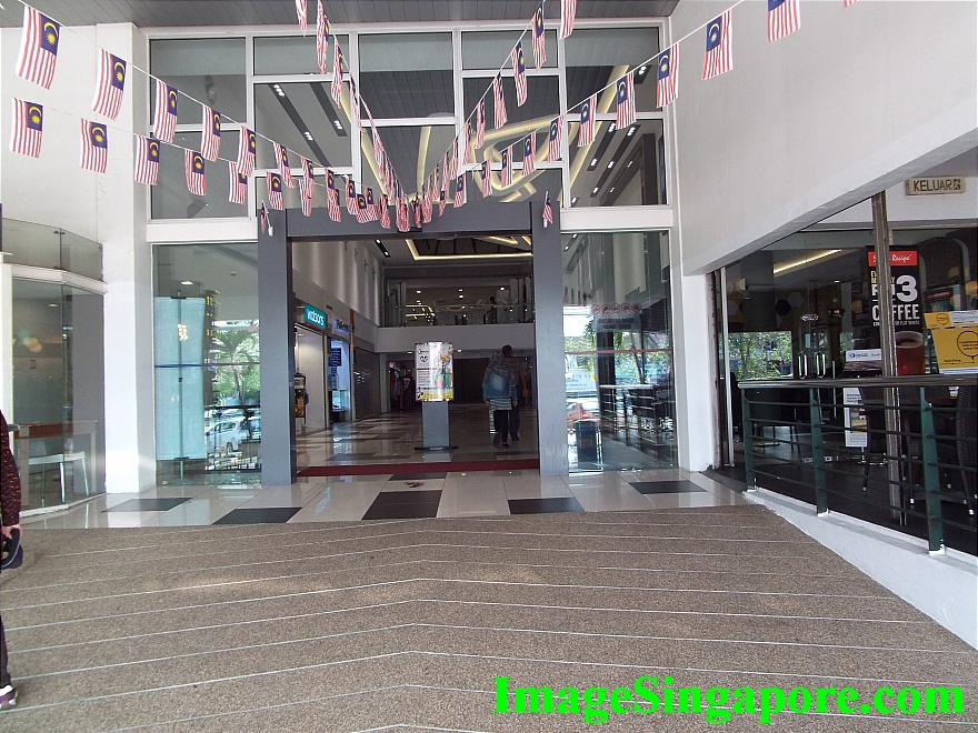 Main Entrance of Perling Mall